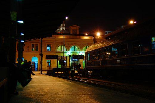 stazione di belgrado di notte